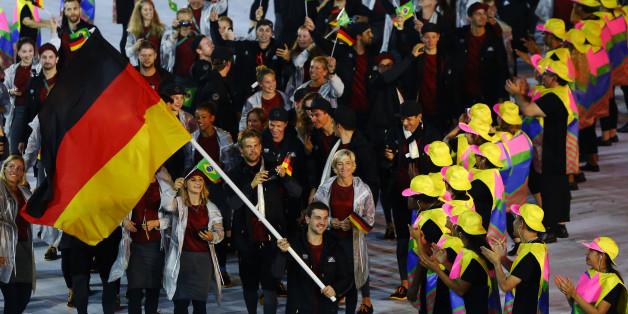 Die deutschen Athletinnen bei der Eröffnungsfeier zu Olympia 2016 in Rio