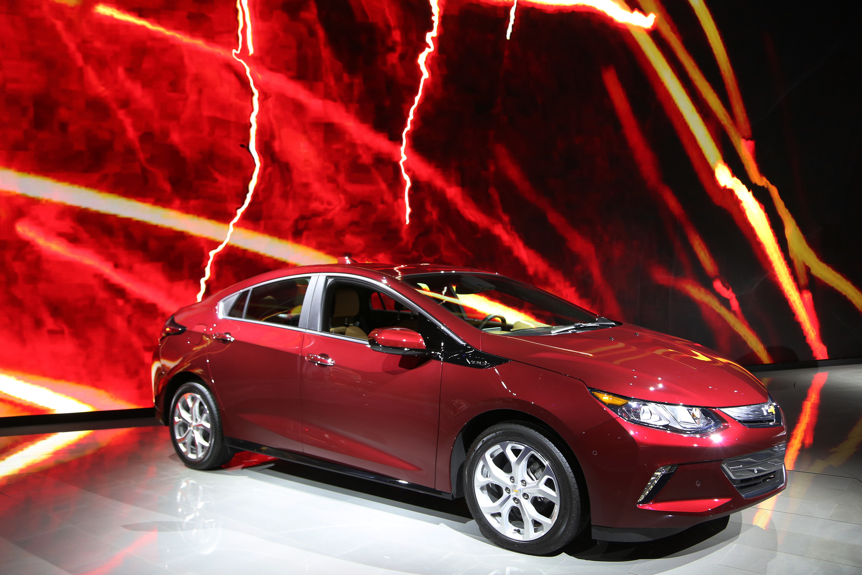 canadian electric vehicle sales hit records huffpost canada. Black Bedroom Furniture Sets. Home Design Ideas