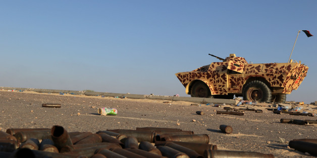 A military vehicle used by fighters from the pro-government forces loyal to Libya's Government of National Unity (GNA) is seen near ammunition casing on August 3, 2016 in Sirte during an operation against jihadists of the Islamic State (IS) group.Fighters allied to Libya's UN-backed Government of National Accord (GNA), supported by US air strikes, are trying to retake the coastal city -- hometown of slain dictator Moamer Kadhafi -- from IS which has controlled it since June 2015. / AFP / MAHMUD