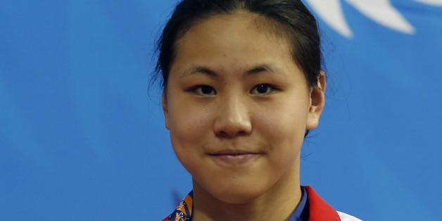 Chen Xinyi posiert 2014 mit einer Goldmedaille.