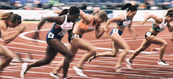 women sprint start