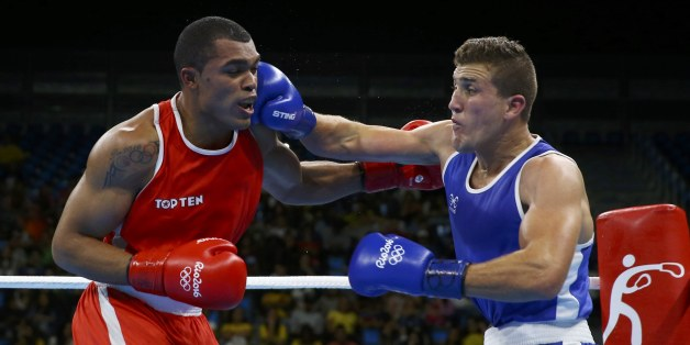 2016 Rio Olympics - Boxing - Preliminary - Men's Light Heavy (81kg) Round of 16 Bout 116 - Riocentro - Pavilion 6 - Rio de Janeiro, Brazil - 11/08/2016. Albert Ramirez (VEN) of Venezuela and Abdelhafid Benchabla (ALG) of Algeria compete. REUTERS/ Peter Cziborra FOR EDITORIAL USE ONLY. NOT FOR SALE FOR MARKETING OR ADVERTISING CAMPAIGNS.