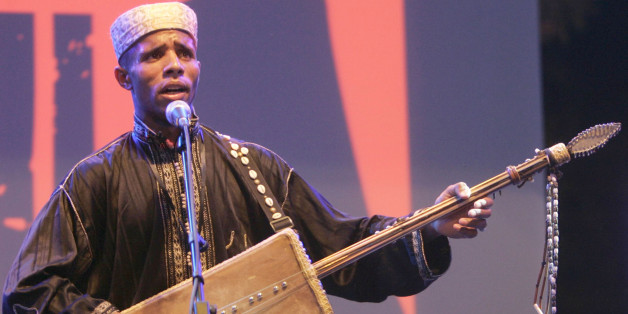 A member of Diwan El Waha of Bechar performs during the Alger Festival Gnaoui in Algiers July 6, 2008.  REUTERS/Louafi Larbi (ALGERIA)
