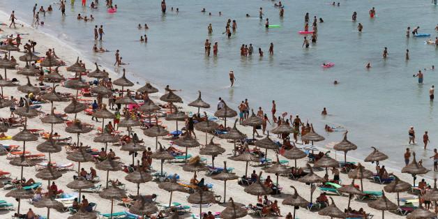 An Spaniens Stränden greifen die Behörden jetzt durch.