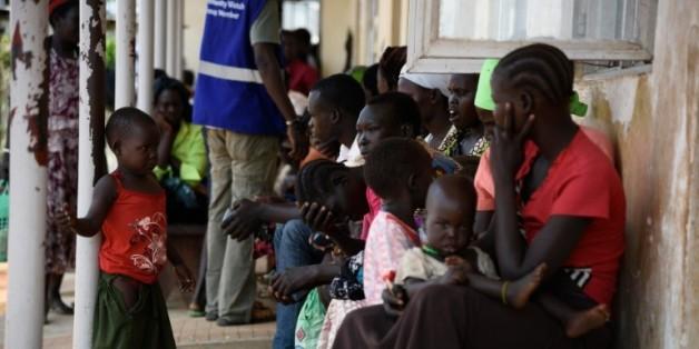 Des réfugiés du Sud-Soudan arrivent à Elegu, le 13 juillet 2016