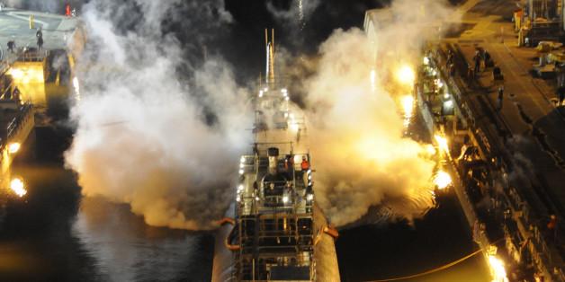 [자료사진] 2012년 미국에서 발생한 원자력잠수함 USS 마이애미의 화재 사건 당시의 모습