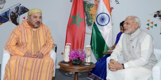Le roi Mohammed VI et le Premier ministre indien Narendra Modi lors du sommet Inde-Afrique en octobre 2015.