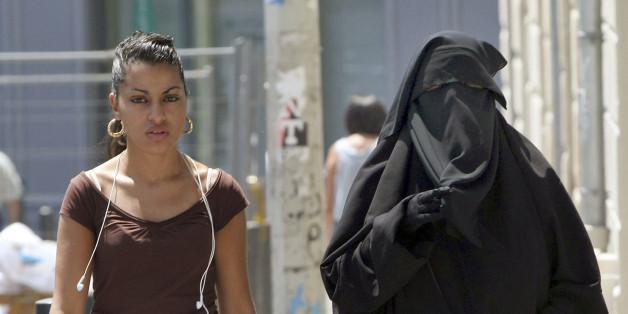 CDU- und SPD-Politiker fordern ein Burka-Verbot am Steuer