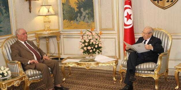 L'ambassadeur d'Algérie, Abdelkader Hadjar chez le président de la République, Béji Caïd Essebsi - Archives