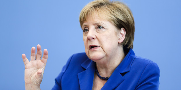 Kanzlerin Merkel sieht keinen Zusammenhang zwischen Flüchtlingskrise und einer gestiegenen Terrorgefahr in Deutschland