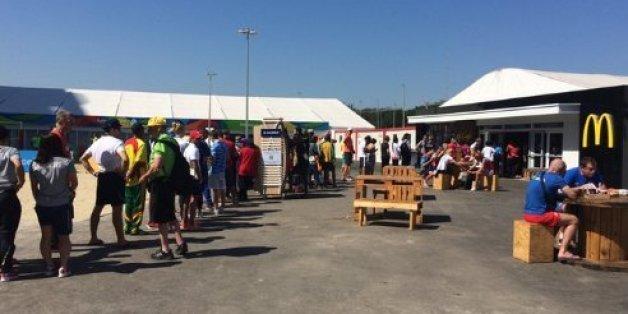 La file d'attente au McDonald's du village olympique