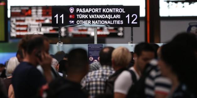 Passagiere am internationalen Flughafen in Istanbul