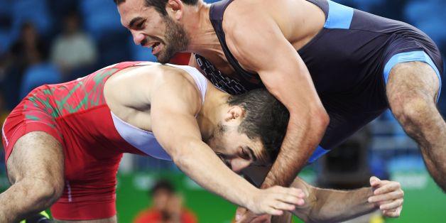 Chakir Ansari (en rouge) a perdu face Biélorusse Asadulla Lachinau