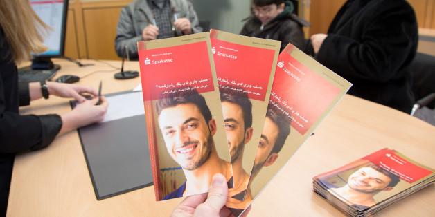 Sparkasse kassiert Konto-Gebühren von Flüchtlingen - Helfer sind empört