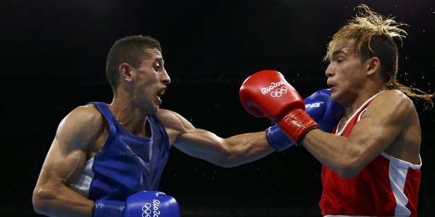 2016 Rio Olympics - Boxing - Quarterfinal - Men's Fly (52kg) Quarterfinals Bout 247 - Riocentro - Pavilion 6 - Rio de Janeiro, Brazil - 17/08/2016. Yoel Finol (VEN) of Venezuela and Mohamed Flissi (ALG) of Algeria compete. REUTERS/Peter Cziborra FOR EDITORIAL USE ONLY. NOT FOR SALE FOR MARKETING OR ADVERTISING CAMPAIGNS.