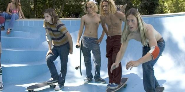 """Drei Jungs entdecken Ende der 1970er einen völlig neuen Skateboard-Stil. """"Dogtown Boys"""" ist diese Woche neu auf Netflix."""
