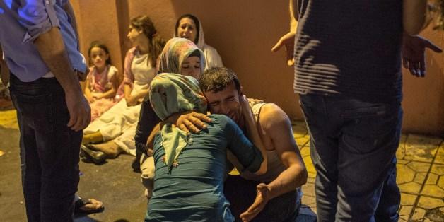 Des proches de victimes de l'attentat meurtrier qui a frappé Gaziantep en Turquie le 20 août 2016