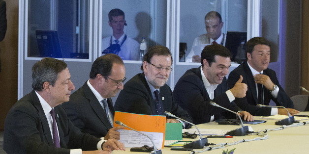 (L-R) European Central Bank President Mario Draghi, French President Francois Hollande, Spanish Prime Minister Mariano Rajoy, Greek Prime Minister Alexis Tsipras and Italian Prime Minister Matteo Renzi take part in a euro zone EU leaders emergency summit on the situation in Greece, in Brussels, Belgium, July 7, 2015. Tsipras launched a desperate bid to win fresh aid from sceptical creditors at the emergency euro zone summit on Tuesday, before his country's banks run out of money. REUTERS/Yves Herman