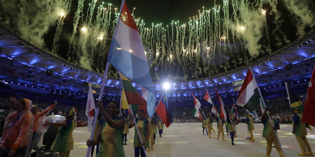 Ein Feuerwerkt während der Abschlussfeier der olympischen Spiele in Rio