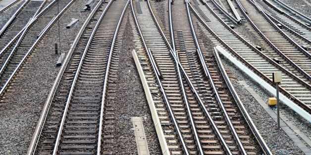 Eisenbahnschienen im Hauptbahnhof von Hamburg.