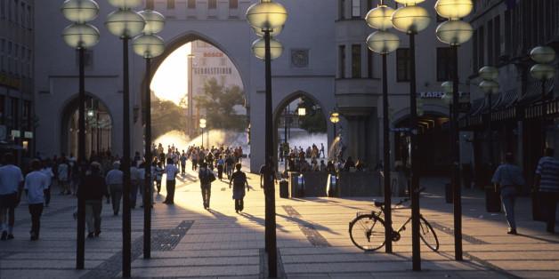 Stachus, München: Hier soll eine 22-Jährige am Samstag bedrängt worden sein.