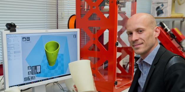 Wissenschaftler Christian Zagel will Prothesen aus Plastikbechern drucken
