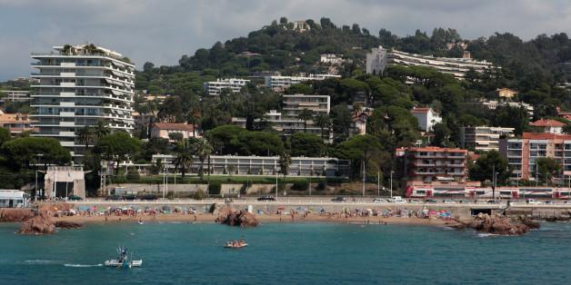 Verbalisée sur une plage de Cannes pour le port d'un simple voile
