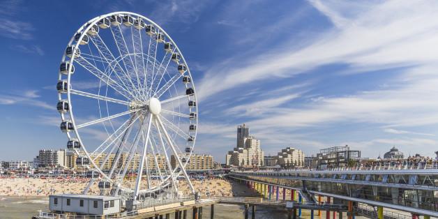 In Scheveningen steht das erste Riesenrad über dem Meer