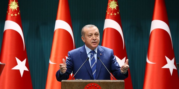 Turkish President Recep Tayyip Erdogan delivers a speech at the Presidential Palace in Ankara, Thursday, Aug. 18, 2016.  Erdogan has called on the United States not to delay the extradition of U.S.-based Muslim cleric Fethullah Gulen, whom Turkey accuses of orchestrating last month's violent coup attempt. (Presidential Press Service via AP)