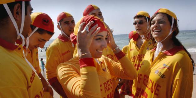 Schwimmerinnen tragen den von Aheda Zanetti designten Burkini