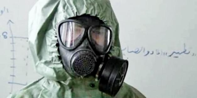 Ein Student in der syrischen Stadt Aleppo während einer Übung für einen Chemiewaffenangriff