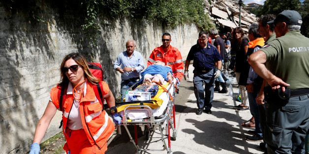 An injured person is carried away on a stretcher following an earthquake at Pescara del Tronto, central Italy, August 24, 2016. REUTERS/Remo Casilli