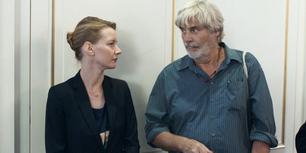 """""""Toni Erdmann"""" ist Deutschlands Oscar-Kandidat (im Bild: Sandra Hüller als Ines mit Peter Simonischek als Winfried/Toni)"""