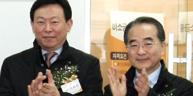 사진은 2009년 12월 서울 중구 남창동 롯데손해보험 빌딩에서 열린 롯데미소금융재단 본점 개소식에 참석한 신 회장(왼쪽)과 이 부회장.
