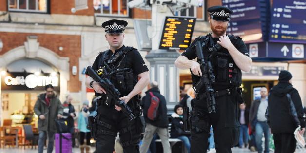 Die Polizei in Großbritannien hat fünf Terrorverdächtige festgenommen