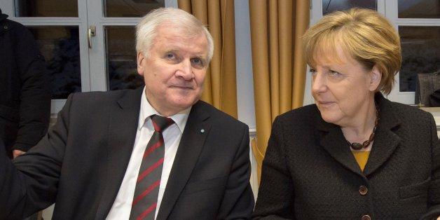 Merkels Kandidatur hängt auch von Seehofer ab.