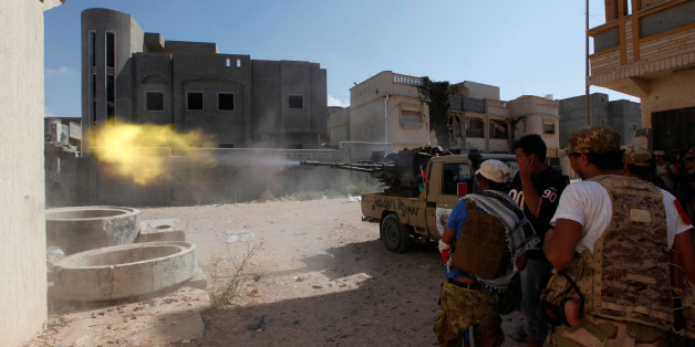 Members of Libyan forces allied with the UN-backed government fire a weapon towards Islamic State militants in neighbourhood Number One in central Sirte, Libya August 28, 2016. REUTERS/Ismail Zitouny       TPX IMAGES OF THE DAY