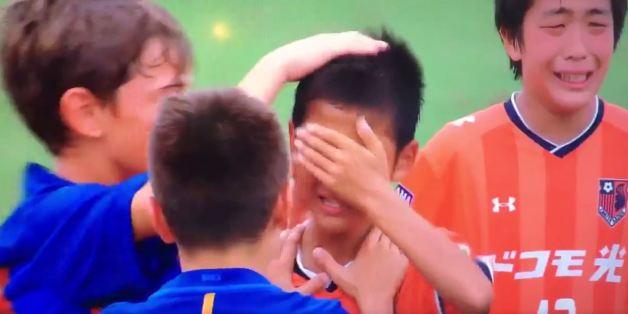 Les jeunes du FC Barcelone donnent une leçon de fair-play