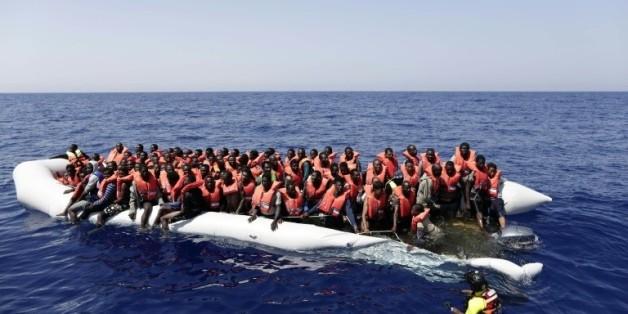 Image fournie par la Croix rouge italienne de migrants secourus au large de la Libye, le 18 août 2016