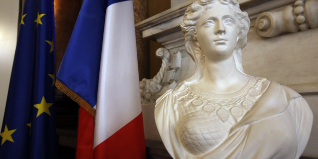 Frankreichs Premierminister Valls steht in der Kritik. Er hatte die Barbusigkeit der Marianne als Symbol für Frauenrechte bezeichnet