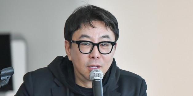 지난 3월 '2016 헤라 서울패션위크'의 총감독으로서 프레젠테이션을 하고 있는 정구호 디자이너의 모습.