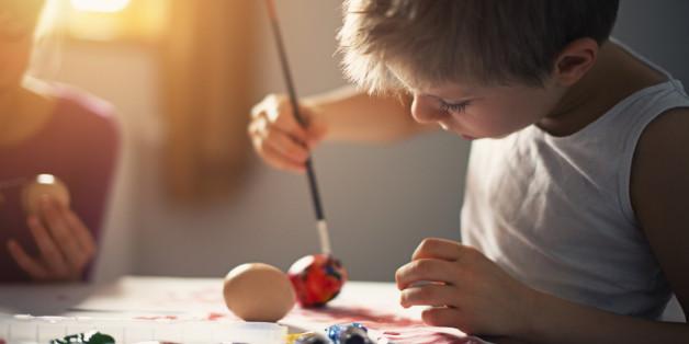 Im Matsch spielen zu dürfen, fördert die Kreativität unserer Kinder.