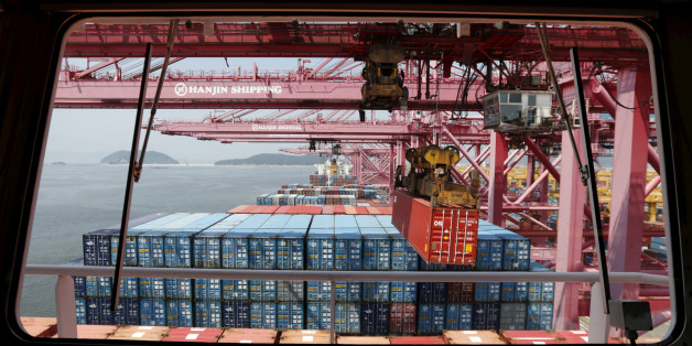 A crane carries a container from a ship of Hanjin Shipping at Hanjin container terminal at the Busan New Port in Busan, about 420 km (261 miles) southeast of Seoul in this August 8, 2013 file photo.    REUTERS/Lee Jae-Won/File Photo