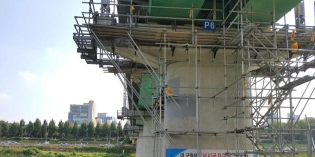 3일 오후 1시 12분께 지하철 2호선 성수역과 용답역 사이에 놓인 장안철교에서 작업 중이던 박모(29)씨가 철교 아래로 흐르는 중랑천으로 추락해 숨졌다.