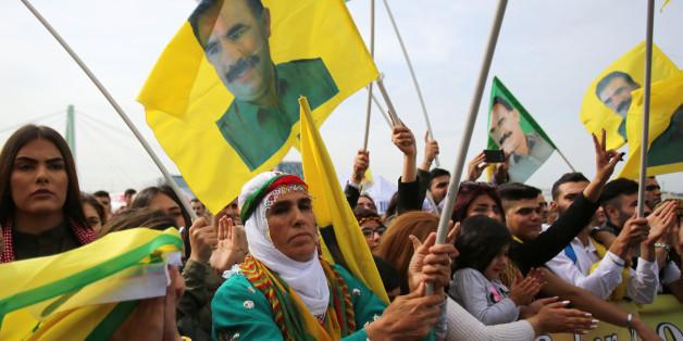 Kurden bei dem Demonstration am Samstag in Köln.