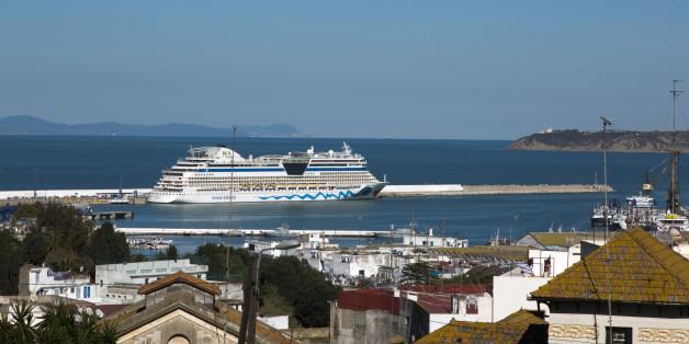 (GERMANY OUT) deutsches Kreuzfahrtschiff Aida liegt im Hafen von Tanger, Marokko  (Photo by Fishman/ullstein bild via Getty Images)