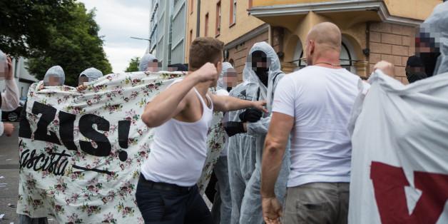 """""""Chris Ares"""" holt zum Schlag gegen Antifa-Demonstranten aus"""