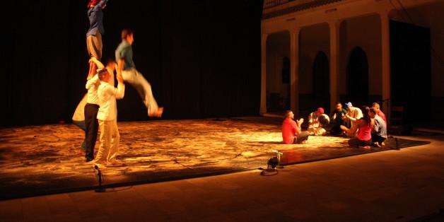 Au palais Moulay Hafid, le groupe acrobatique de Tanger revisite la halka