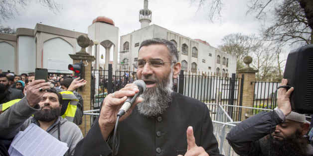 LONDON, UNITED KINGDOM - APRIL 03: British Muslim social and political activist Anjem Choudary talks to the media outside London Central Mosque as he hosts a rally to encourage Muslims to refrain from voting in the upcoming General Election on April 03, 2015 in London, England.Far right group 'Britain First' and the 'English Defence League' were also there to stage a counter demonstration.PHOTOGRAPH BY Barcroft Media (Photo credit should read Barcroft Media via Getty Images)