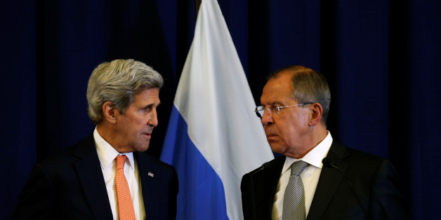 U.S. Secretary of State John Kerry and Russian Foreign Minister Sergei Lavrov (R) look toward one another during a news conference following their meeting in Geneva, Switzerland where they discussed the crisis in Syria September 9, 2016.  REUTERS/Kevin Lamarque